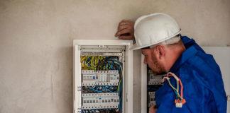 Elementy osprzętu elektroinstalacyjnego w naszym domu - jak wybierać?
